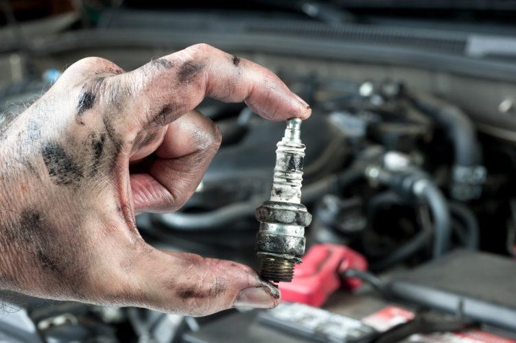менять свечи зажигания в автомобиле