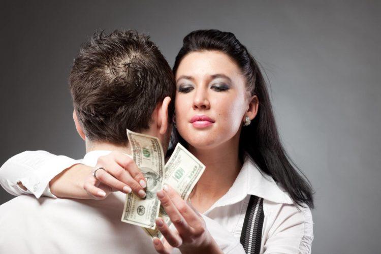 Расходы пополам или мужчина должен платить?