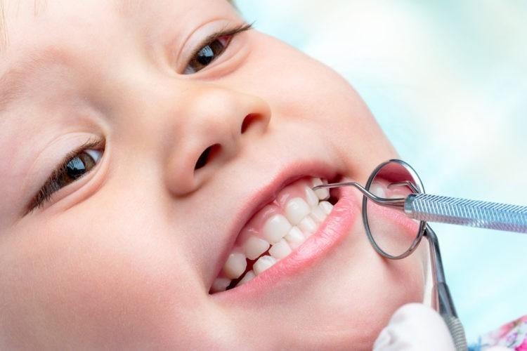 Серебрение зубов у маленьких детей