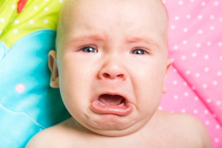 Чем вызван частый плач у ребенка?