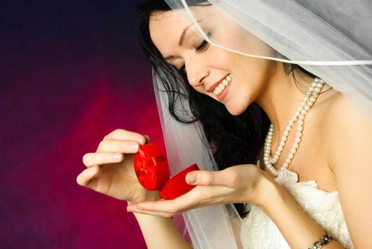 Выйти рано замуж