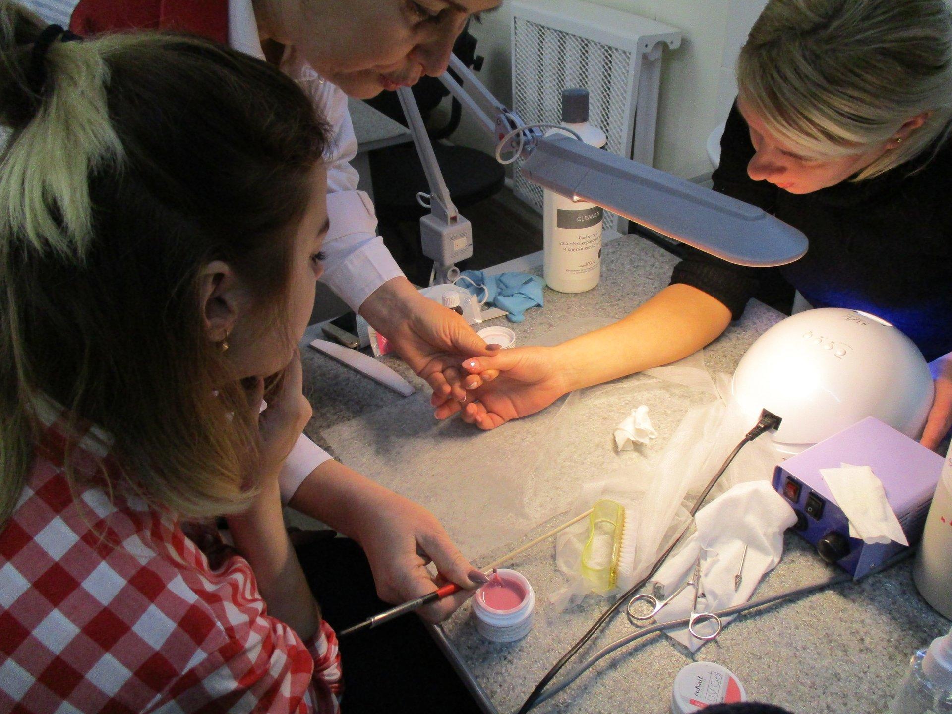 Где и как правильно научиться делать маникюр профессионально?