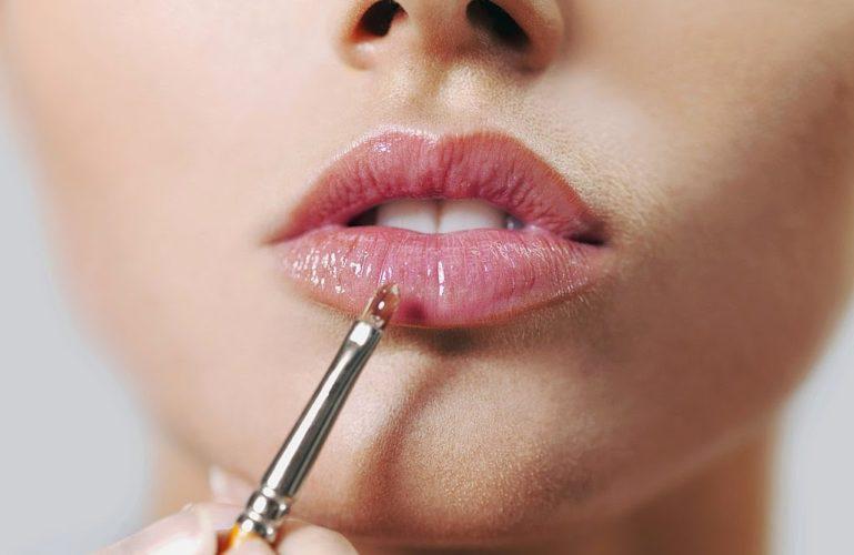 правильно красить губы