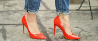 красные туфли на каблуке