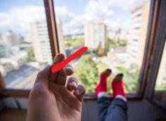 Можно ли курить на балконе