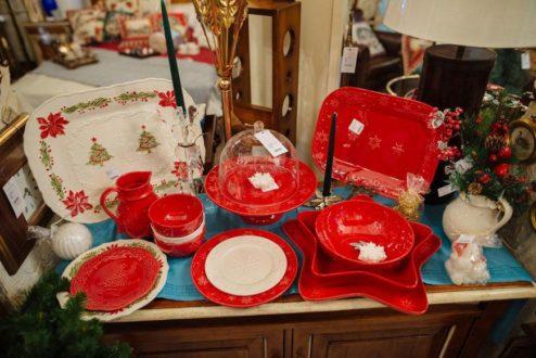 Преимущества красивой новогодней посуды